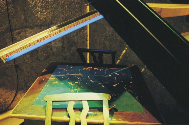 La Partida Pintura fluorescente y luz negra 2002 Museo Gustavo de Maeztu, 2002