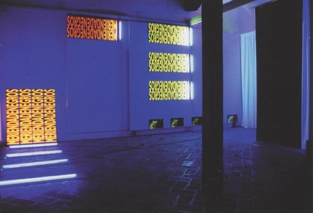 Merienda de Negros Serigrafía en tintas fluorescentes sobre PVC Medida de los módulos 35 x 140 cm 2003 Encuentros de Gráfica, Ciudadela 2003