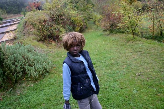chico negro con peluca 2013