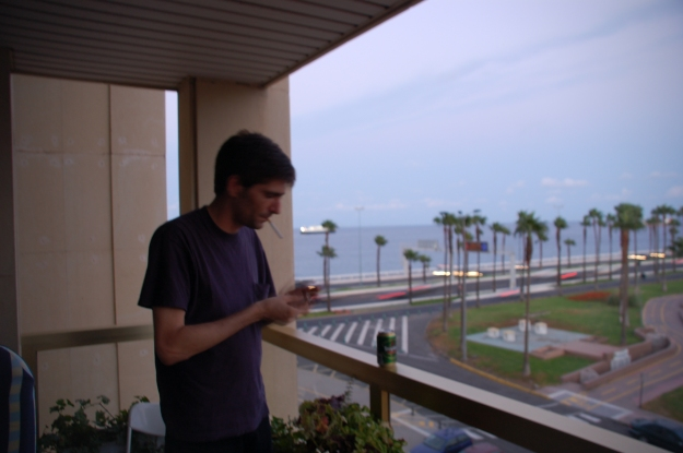lucio fumando en su balcón las palmas 2004