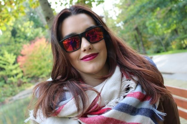 chica guapa con gafas de sol 2015