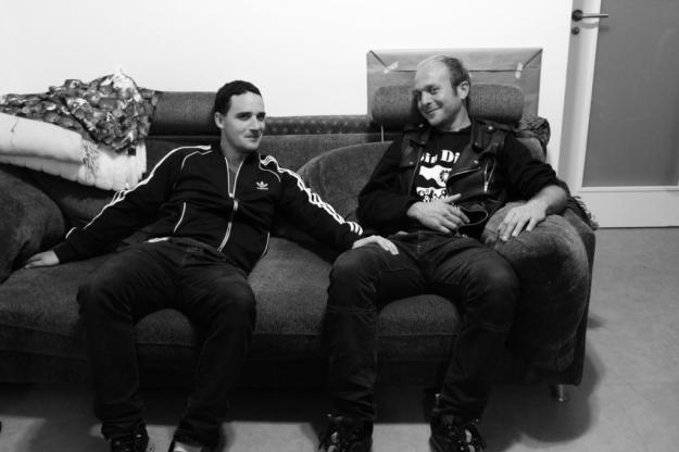 Gorka e Iñaki en el sofá 2015- copia