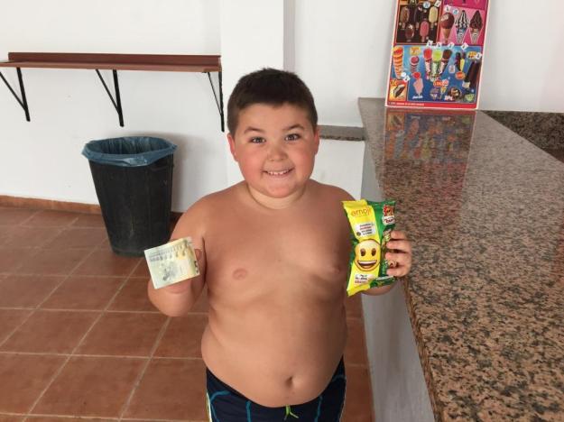 Niño de Belalcázar en la piscina 2016- baja